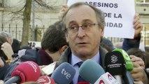 Concentración contra charla del expreso de ETA Abetxuko en UPV/EHU