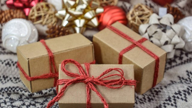 Poorly-wrapped gifts are more appealing, says a study