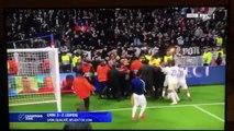 Les Lyonnais se chauffent avec leurs supporters, le service de l'ordre a du intervenir !