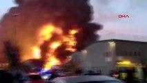 Barselona'da geri dönüşüm fabrikasında büyük yangın