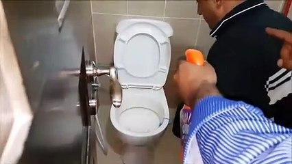 Ce qui va sortir des toilettes va vous faire froid dans le dos