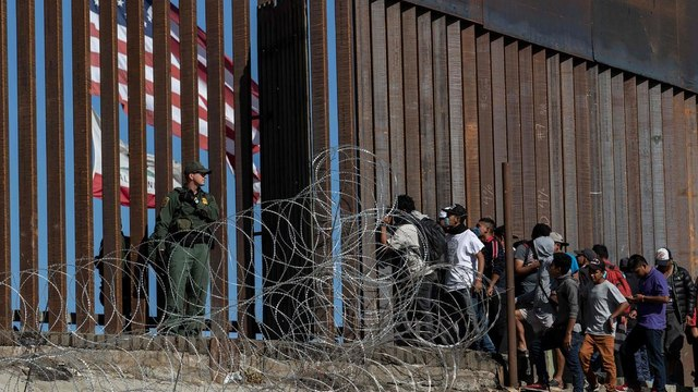 A federal judge blocks the funds for the border wall construction