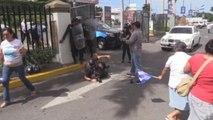 Policías nicaragüenses golpean a opositores y periodistas durante protesta contra Ortega