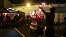 Des cracheurs de feu venus de Sarreguemines ont assuré le spectacle en attendant le départ du trail urbain