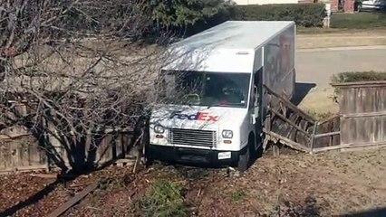 FedEx détruit ta palissade de jardin... et s'en va ! Merci le livreur