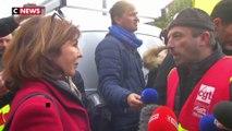 Des syndicalistes mènent une action devant une permanence LREM à Toulouse