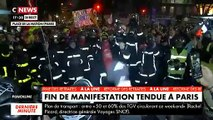 Manifestation à Paris: L'image surprenante de plusieurs dizaines de pompiers qui manifestent aux côtés des grévistes sous les applaudissements
