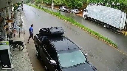 Accident évité de peu! Quel reflexe!