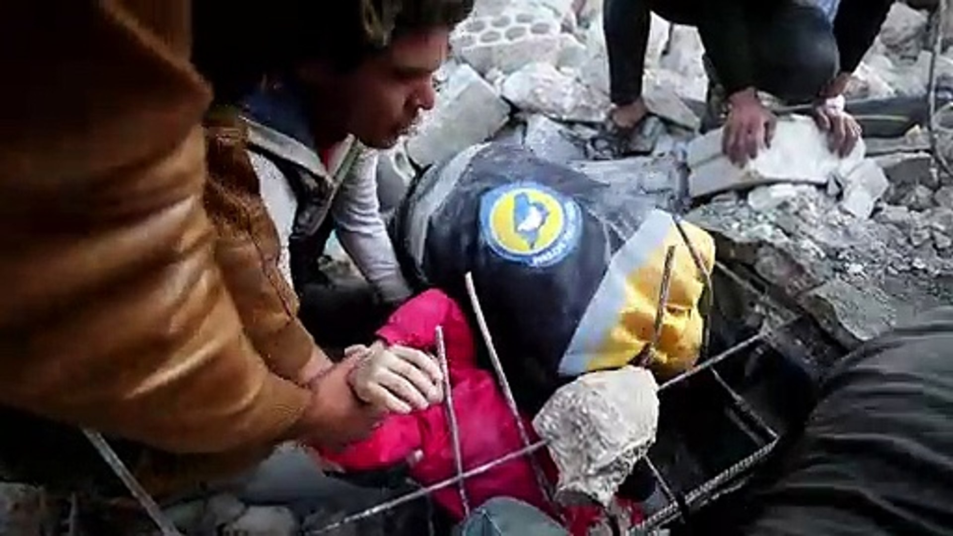 White Helmets pull little girl from air strike rubble in Syria