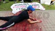 Un joven llora en medio de las marchas por los falsos positivos