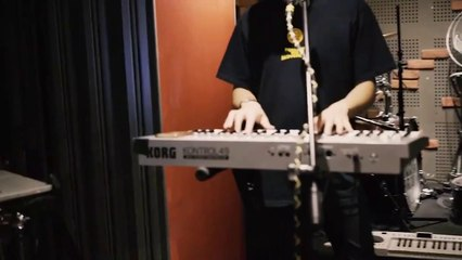 Yeo — '@snackswithyeo' and 'VCR Play' (Live at the Music Parlour)