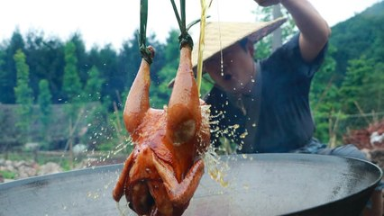【Shyo video】秘製油淋雞,小伙一人啃一隻,真解饞!