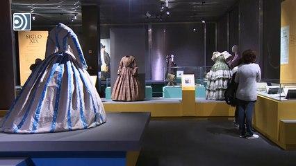 Exposición ¡Extra, moda! en el Museo del Traje de Madrid