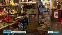 Noël : dans l'antre des antiquaires passionnés de jouets anciens
