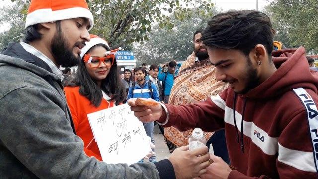 Christmas पर लोगो ने ऐसे की Santa की मदद    Social Experiment   Christmas Prank   Boldsky