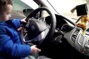 Küçük çocuğa otomobil kullandıran sorumsuz sürücü kamerada