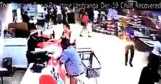 Un guardia de seguridad secuestra a un niño de un carrito de compras en un centro comercial mientras que su abuela hablaba