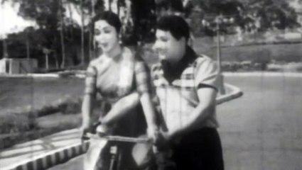 Tamil  Needhikkuppin Paasam Movie|Akkam Pakkam Video Song|M.G.R|B.Saroja De