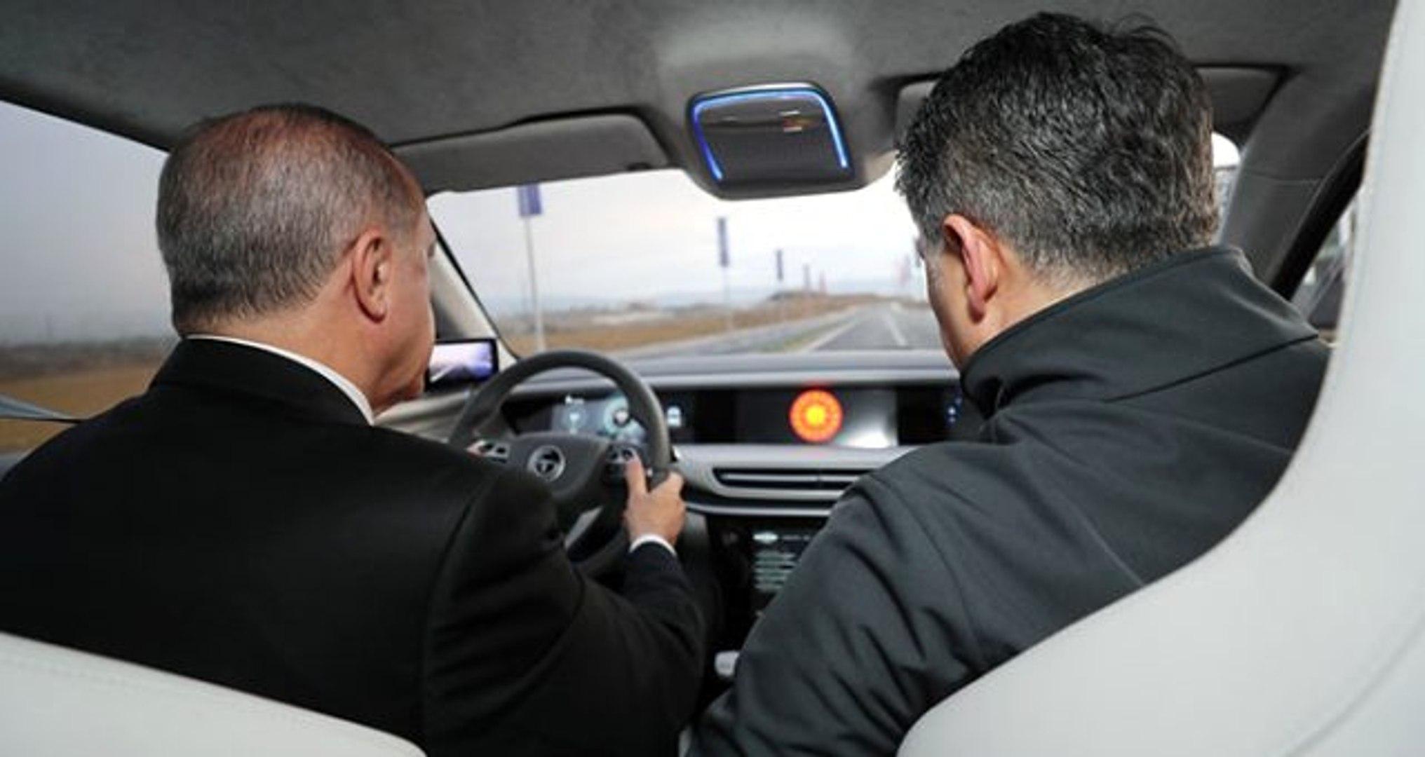 Cumhurbaşkanı Erdoğan, yerli ve milli otomobili kullandı