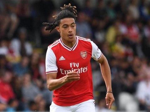 Le missile de Miguel Azeez avec les jeunes d'Arsenal !