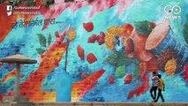 कलाकारों ने घाटों में भरा रंग