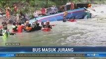 Bus Sriwijaya Masuk Jurang
