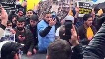 Turquie : manifestation de Syriens devant le consulat de Russie