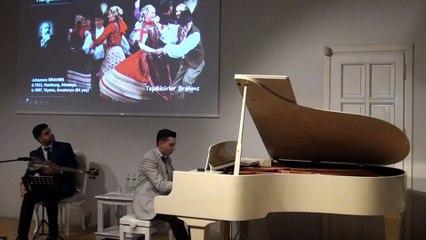 Avanak Abdi, Kemal Sunal Sirba Vladimir Cosma, Sirbistan Dans Müzikleri Klasik Yeşilçam Sinema Komedi Film Müzik-Avrupa Oyun Havası Piyano-Tar Düeti