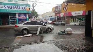 Chuva registrada em Cajazeiras deixa centro da cidade inundado