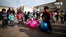 Une prison comme refuge pour des déplacés syriens à Idleb