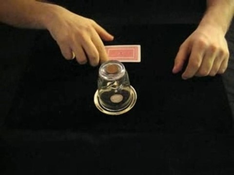 La pièce à travers le verre