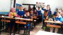 Öğretmen Atarsan ödev yok. demiş. Sonrasında öğrencilerin yaşadığı mutluluk..