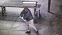 Un homme filmé par les caméras de sécurité, se croit dans star wars