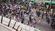 Hong Kongda Çinli tüccarları protesto eden göstericilere polis müdahale etti (2) - HONG