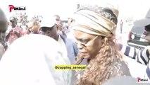 Insolite: Cet homme  demande à la première dame de l'argent pour acheter un sac de riz à sa...