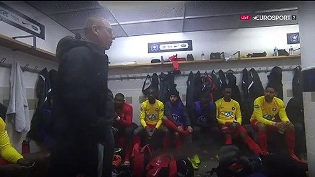 """""""OK, y a le penalty, on le met pas, sur le contre on se fait bananer, c'est le foot !"""""""