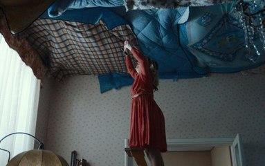 【猎影派】小伙天生没有重力,妈妈为了不让他受伤,在天花板上钉满被褥