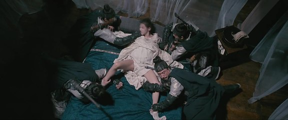 【轻音学妹娜娜酱】女子怀孕后变得发狂,几个壮汉都摁不住,怎料肚子里突然钻出怪物