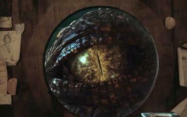 【晓麦说电影】一群人屋内休息,一只鳄鱼出现在窗外,眼睛珠子比窗户还大