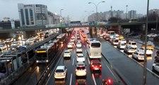 İstanbul'da yağış sonrası trafik yoğunluğu yaşanıyor