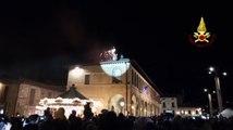 Assisi - Volo da record per la Befana dei Vigili del Fuoco a Santa Maria degli Angeli (06.01.20)