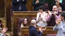 La diputada Aina Vidal (En Comú Podem) protagoniza el momento más emotivo de la sesión de investidura