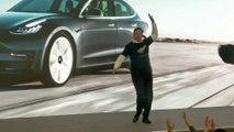 La danse improbable d'Elon Musk à Shanghai, lors de la présentation de la Tesla Model Y