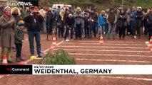 Almanya'da Noel ağacı atma şampiyonası