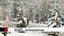 Afganistan'ın başkenti Kabil'de kar keyfi