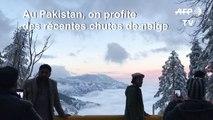 Au Pakistan, on profite de la neige dans un paysage somptueux