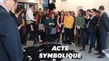 Devant Nicole Belloubet, les avocats en grève jettent leur robe à terre