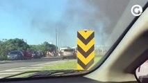 Ônibus pega fogo próximo ao pedágio da Rodosol, em Guarapari