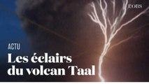 Autour du volcan Taal en éruption, des éclairs zèbrent le ciel des Philippines