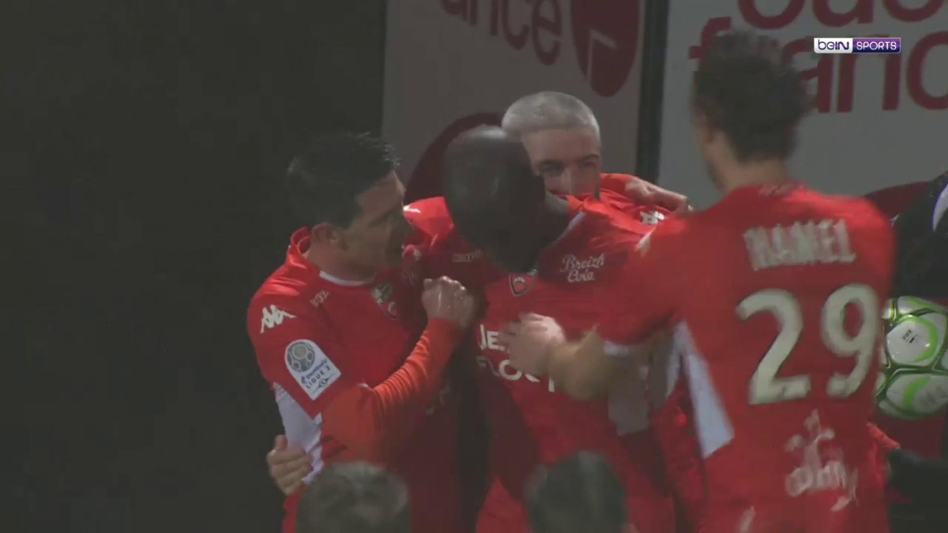 Ligue 2 : Lorient prend les commandes !